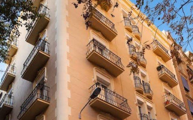 Отель Casa Codina Барселона вид на фасад