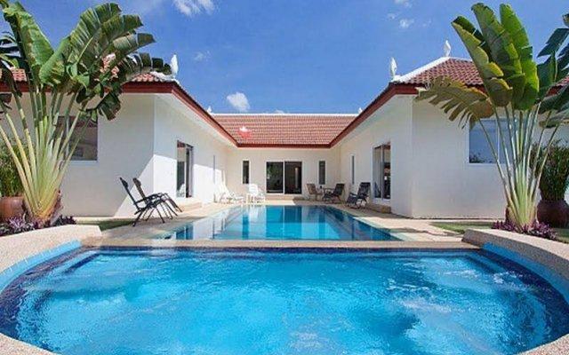 Отель Villa Aromdee A бассейн