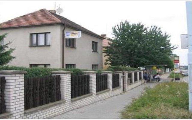 Отель Hostel 4 U - Dolni Chabry Чехия, Прага - отзывы, цены и фото номеров - забронировать отель Hostel 4 U - Dolni Chabry онлайн вид на фасад
