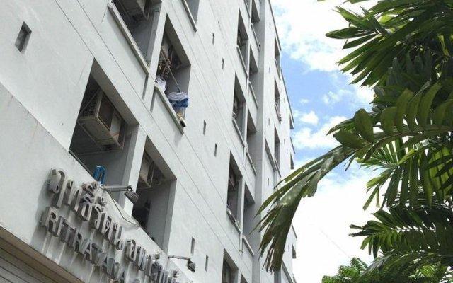 Апартаменты Ritratana Apartment вид на фасад