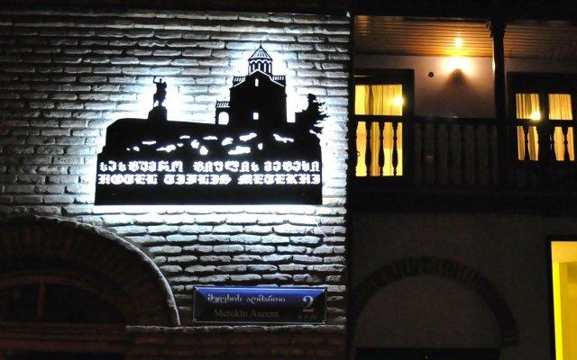 Tiflis Metekhi Hotel вид на фасад