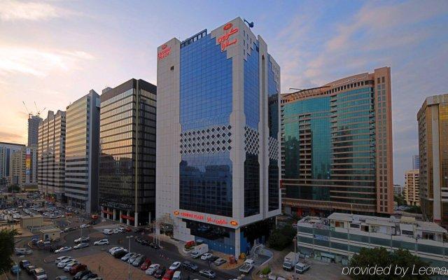 Отель Crowne Plaza Abu Dhabi вид на фасад