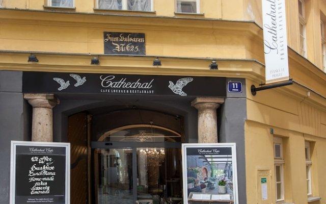 Апартаменты Cathedral Prague Apartments вид на фасад