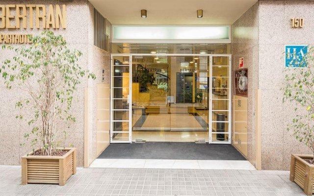 Отель Aparthotel Bertran Испания, Барселона - отзывы, цены и фото номеров - забронировать отель Aparthotel Bertran онлайн вид на фасад