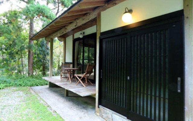 Отель Wa no Cottage Sen-no-ie Япония, Якусима - отзывы, цены и фото номеров - забронировать отель Wa no Cottage Sen-no-ie онлайн вид на фасад
