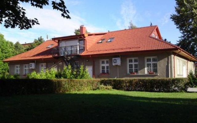 Отель Sveciu Namai Klaipeda Inn Литва, Клайпеда - отзывы, цены и фото номеров - забронировать отель Sveciu Namai Klaipeda Inn онлайн вид на фасад