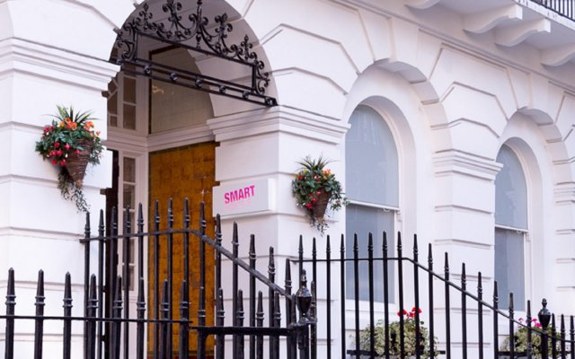 Smart Russell Square Hostel вид на фасад