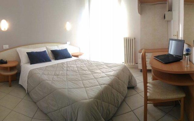 Hotel Prestige Римини комната для гостей