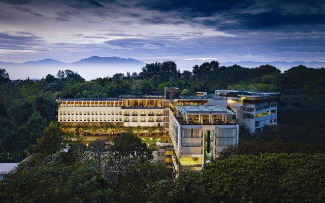 Padma Hotel Bandung вид на фасад