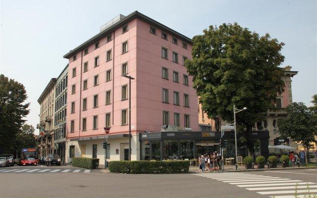 Отель Piemontese Бергамо вид на фасад