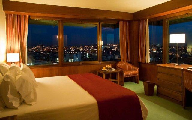 Отель Dom Henrique Downtown Порту комната для гостей