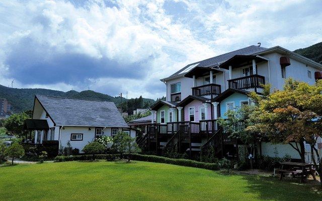 Отель Daegwalnyeong Beauty House Pension Южная Корея, Пхёнчан - отзывы, цены и фото номеров - забронировать отель Daegwalnyeong Beauty House Pension онлайн вид на фасад