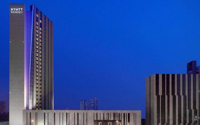 Отель Hyatt Regency Tianjin East вид на фасад