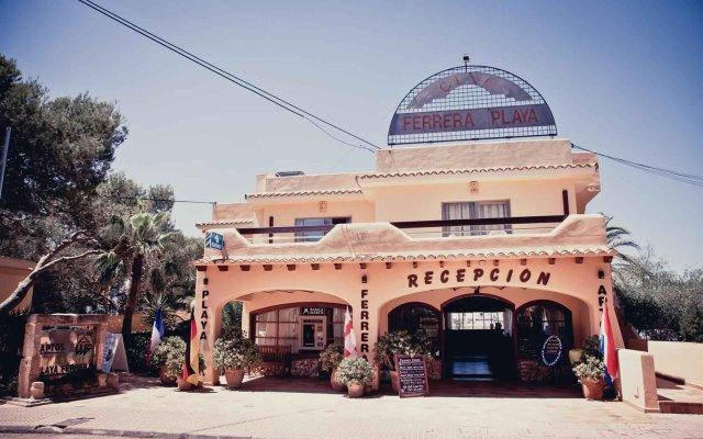 Отель Apartamentos Playa Ferrera вид на фасад