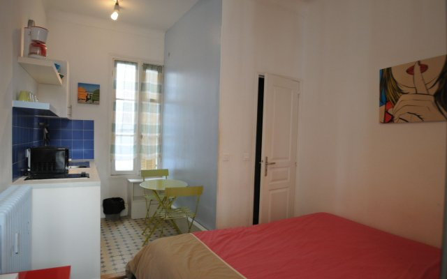 Отель Piétonne 44 комната для гостей