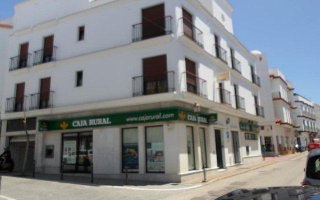 Отель Hostel Conil Испания, Кониль-де-ла-Фронтера - отзывы, цены и фото номеров - забронировать отель Hostel Conil онлайн вид на фасад