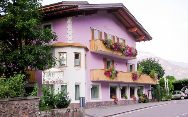 Hotel Kuhn Терлано вид на фасад