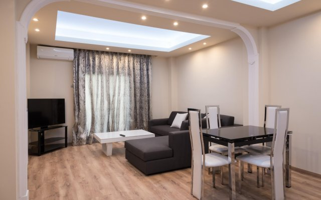 Апартаменты Luxury Living Apartments комната для гостей