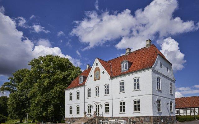 Haraldskær Sinatur Hotel & Konference вид на фасад