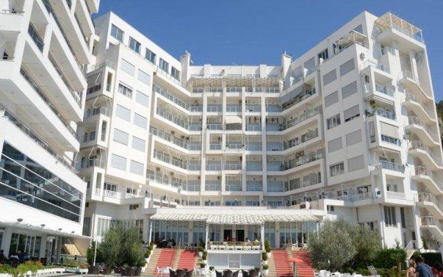 Отель Bleart вид на фасад