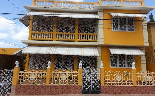 Отель Sweets Guest House Ямайка, Монтего-Бей - отзывы, цены и фото номеров - забронировать отель Sweets Guest House онлайн вид на фасад