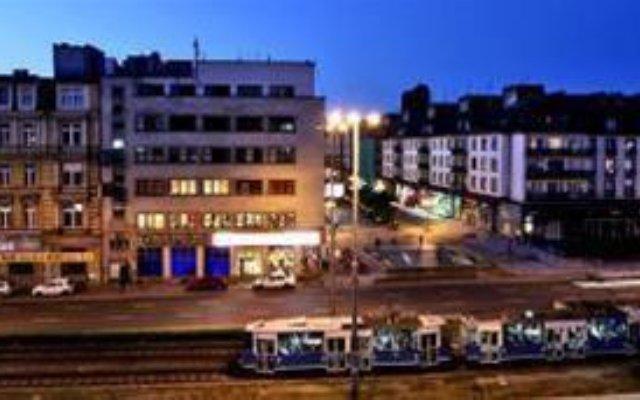 Corner Hostel вид на фасад