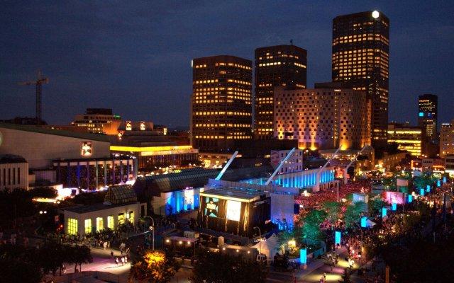 Отель DoubleTree by Hilton Montreal Канада, Монреаль - отзывы, цены и фото номеров - забронировать отель DoubleTree by Hilton Montreal онлайн вид на фасад