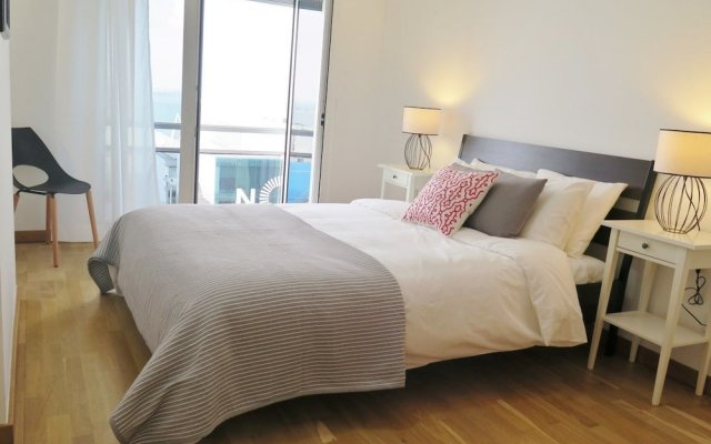 Апартаменты Duplex Apartment - 4 Bedrooms & Garage комната для гостей