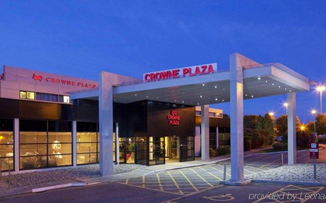 Отель Crowne Plaza Manchester Airport Манчестер вид на фасад