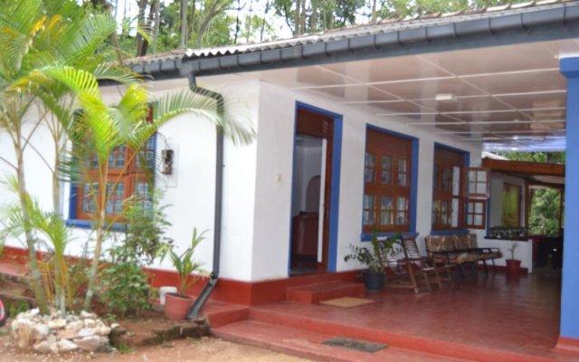Отель Amro Guest and Restaurant вид на фасад