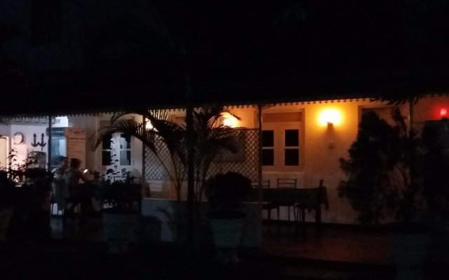 Отель Lievis Tourist Homestay - Anuradhapura вид на фасад