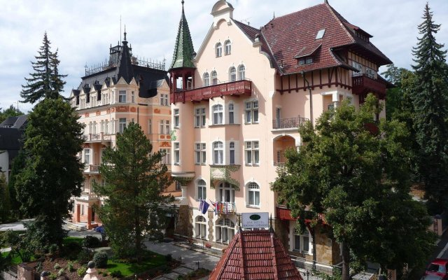 Hotel Smetana-Vyšehrad вид на фасад
