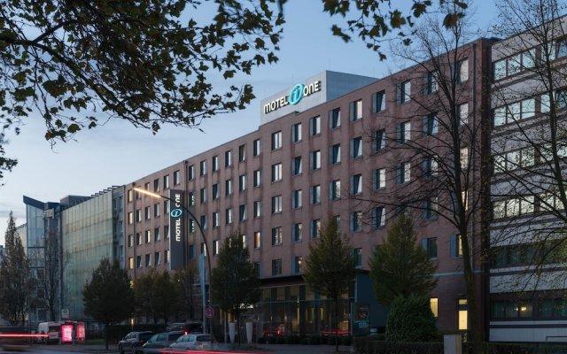 Отель Motel One Hamburg-Altona Германия, Гамбург - отзывы, цены и фото номеров - забронировать отель Motel One Hamburg-Altona онлайн вид на фасад