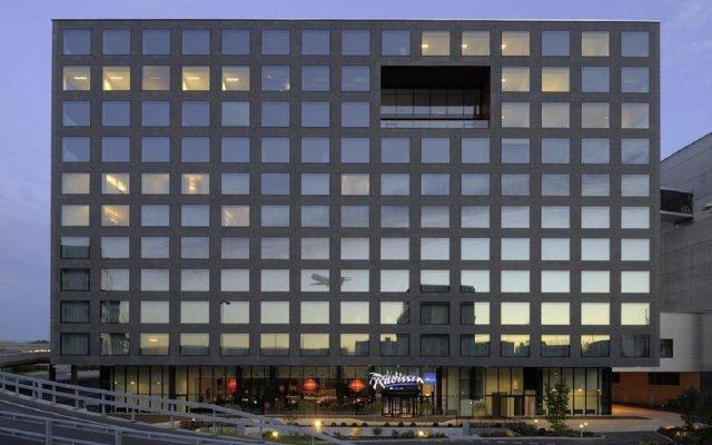 Отель Radisson Blu Hotel Zurich Airport Швейцария, Цюрих - 1 отзыв об отеле, цены и фото номеров - забронировать отель Radisson Blu Hotel Zurich Airport онлайн вид на фасад