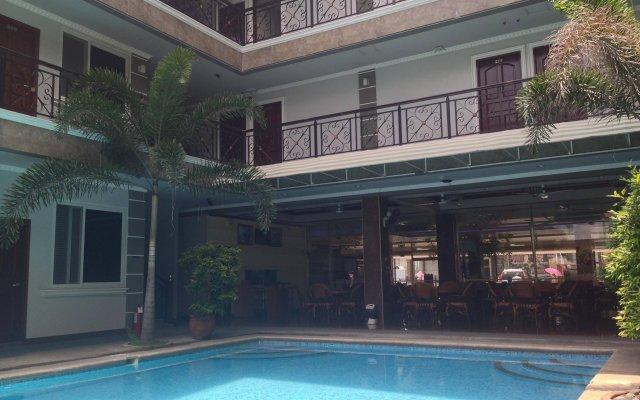 Отель Galaxy Hotel Филиппины, Пампанга - отзывы, цены и фото номеров - забронировать отель Galaxy Hotel онлайн бассейн
