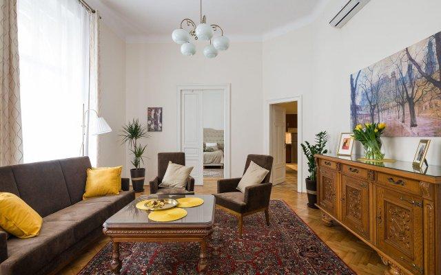 Belle Epoque II, luxury suite 50m to Main Square
