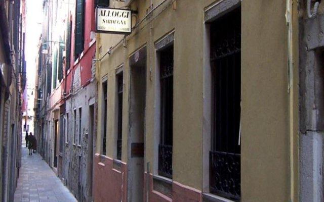 Отель Alloggi Sardegna вид на фасад