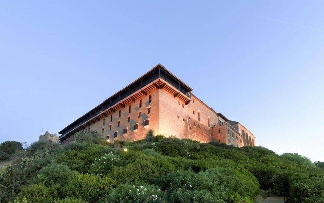 Отель Parador de Carmona вид на фасад