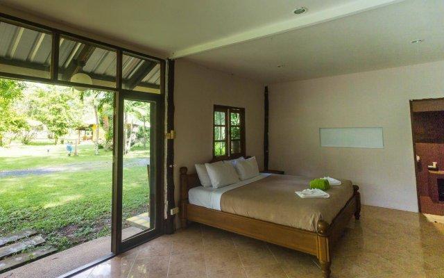 Отель Kamala Bungalows комната для гостей