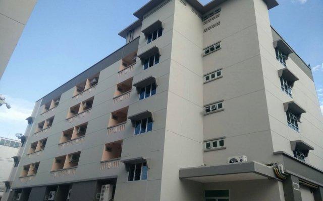 Отель JR Mansion Бангкок вид на фасад