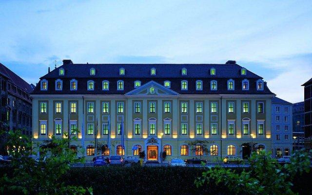 Отель Gewandhaus Dresden, Autograph Collection вид на фасад