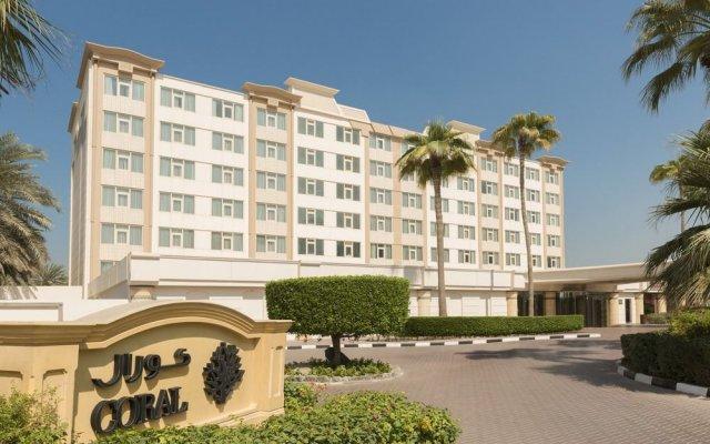 Отель Coral Beach Resort - Sharjah вид на фасад