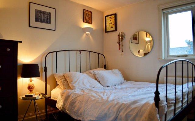 Апартаменты 2 Bedroom Apartment In Belsize Park комната для гостей