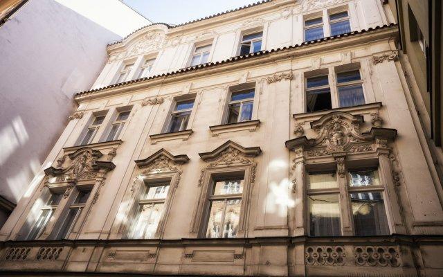 Отель by the Old Town Square Чехия, Прага - отзывы, цены и фото номеров - забронировать отель by the Old Town Square онлайн вид на фасад