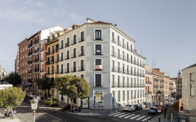 Апартаменты Puerta Toledo Apartment by FlatSweethome вид на фасад