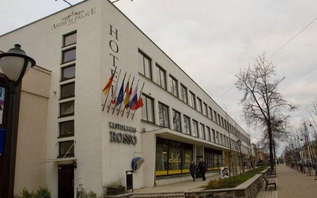 Отель Astrum Palace Литва, Мажейкяй - отзывы, цены и фото номеров - забронировать отель Astrum Palace онлайн вид на фасад