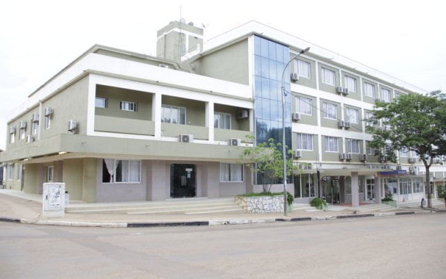 Hotel Ritz Waku-Kungo вид на фасад