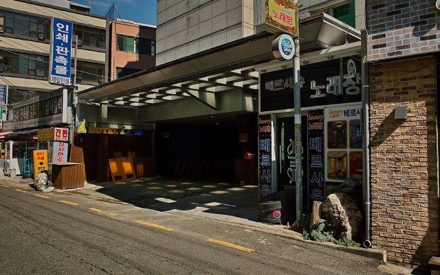 Hotel At Home вид на фасад