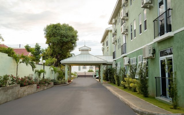Апартаменты New Kingston Central Guest Apartment вид на фасад
