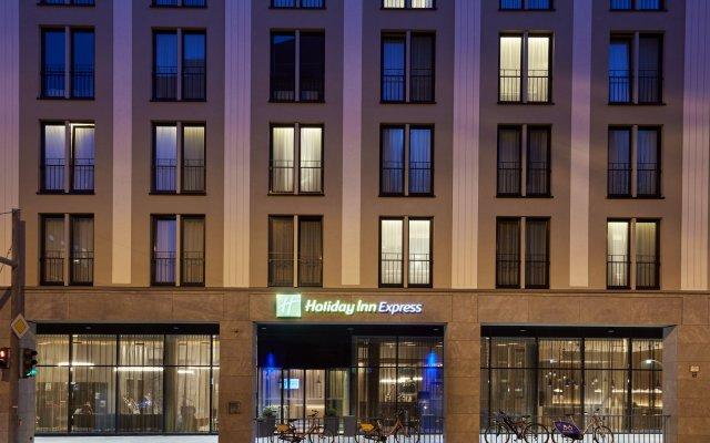 Отель Holiday Inn Express Berlin - Alexanderplatz Германия, Берлин - 3 отзыва об отеле, цены и фото номеров - забронировать отель Holiday Inn Express Berlin - Alexanderplatz онлайн вид на фасад